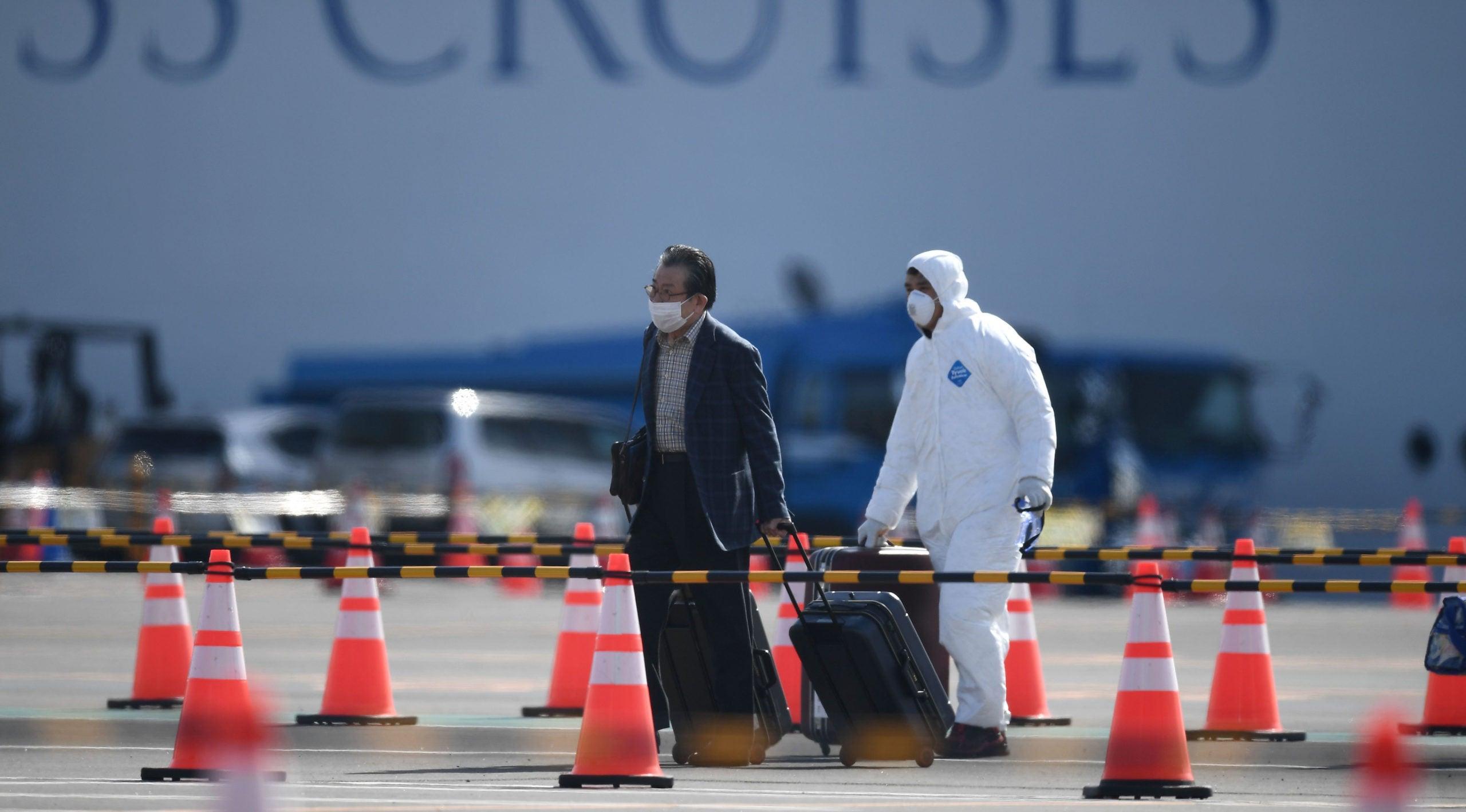 Diamond Princess cruise passengers disembark after 14-day quarantine ends in Japan-н зурган илэрц