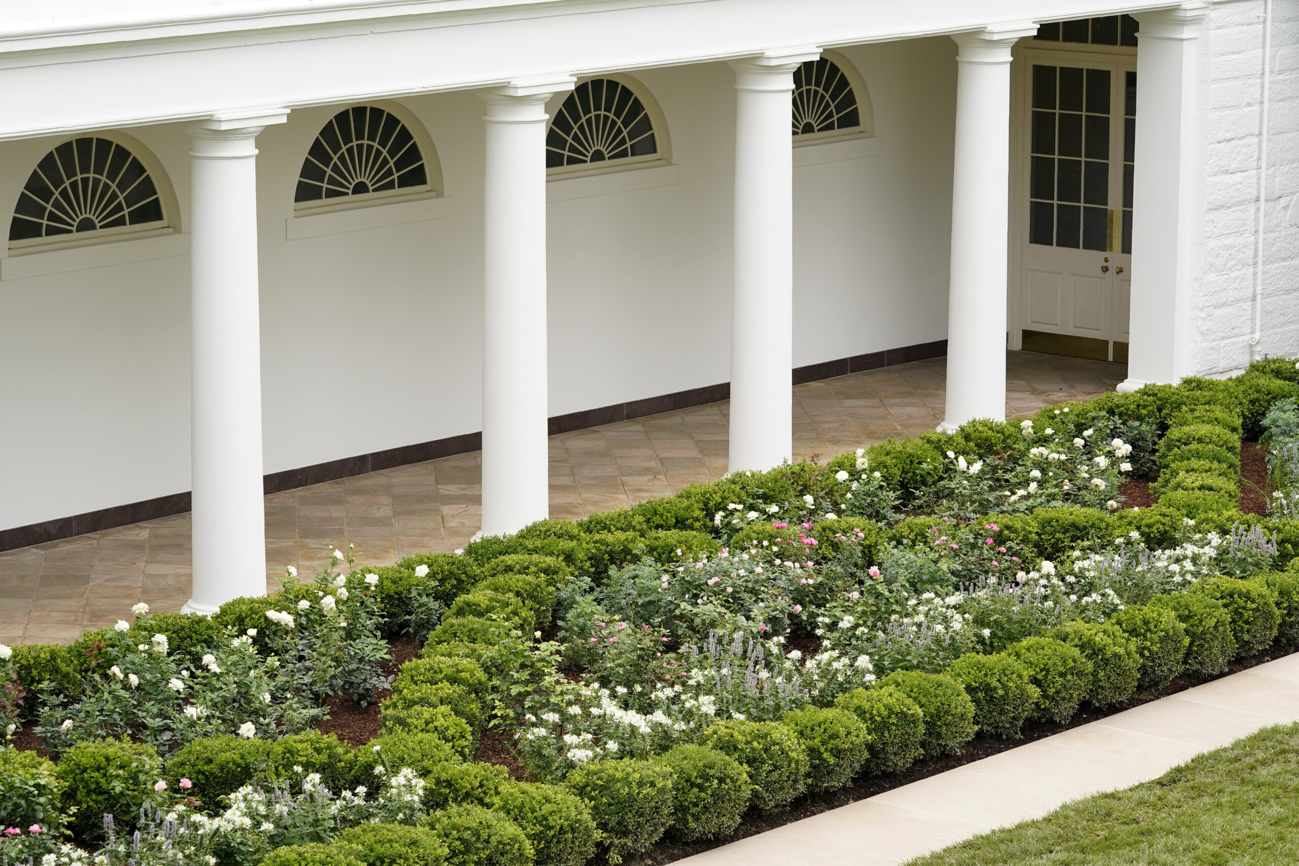 Spruced Up White House Rose Garden Set For First Lady Speech Wish Tv Indianapolis News Indiana Weather Indiana Traffic