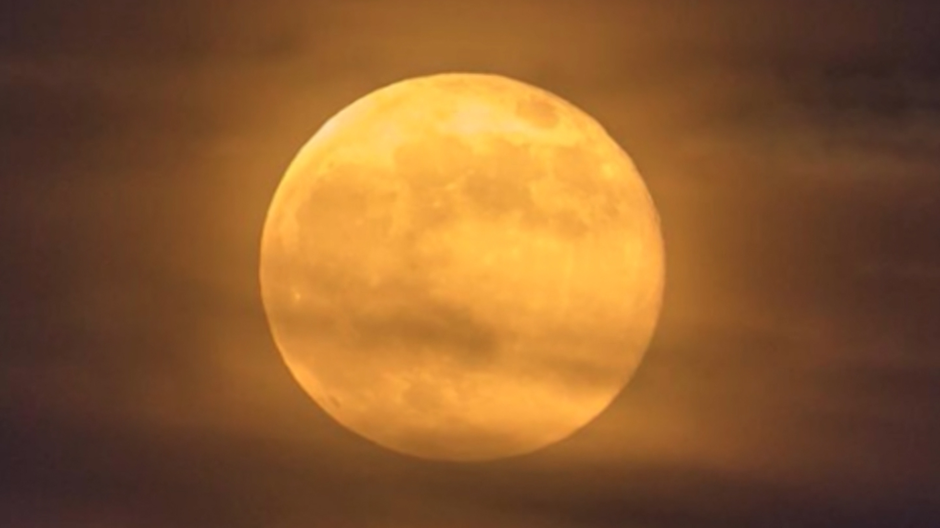 Full Moons In October Harvest Moon Tonight And A Rare Blue Moon On Halloween Wish Tv Indianapolis News Indiana Weather Indiana Traffic